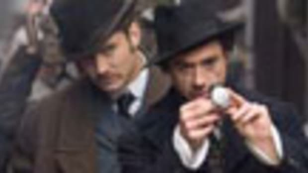 Jude Law and Robert Downey Jr. in Sherlock Holmes