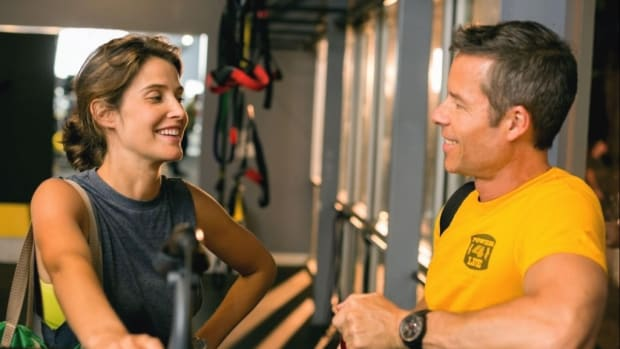 Cobie Smulders and Guy Pearce in 'Results' (photo Ryan Green/Magnolia)