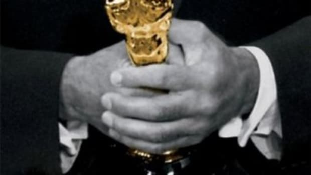 holding-his-oscar