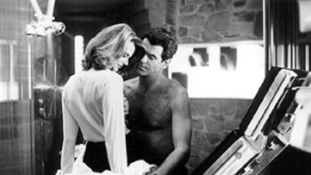 serena_scott_thomas_pierce_brosnan_the_world_is_not_enough_001