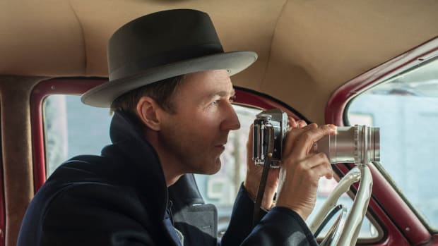 EDWARD NORTON as Lionel Essrog in Warner Bros. Pictures' drama MOTHERLESS BROOKLYN, a Warner Bros. Pictures release.