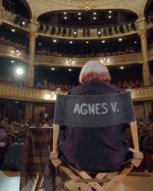 Agnès-Varda-giving-a-masterclass-in-VARDA-BY-AGNÈS-courtesy-Janus-Films