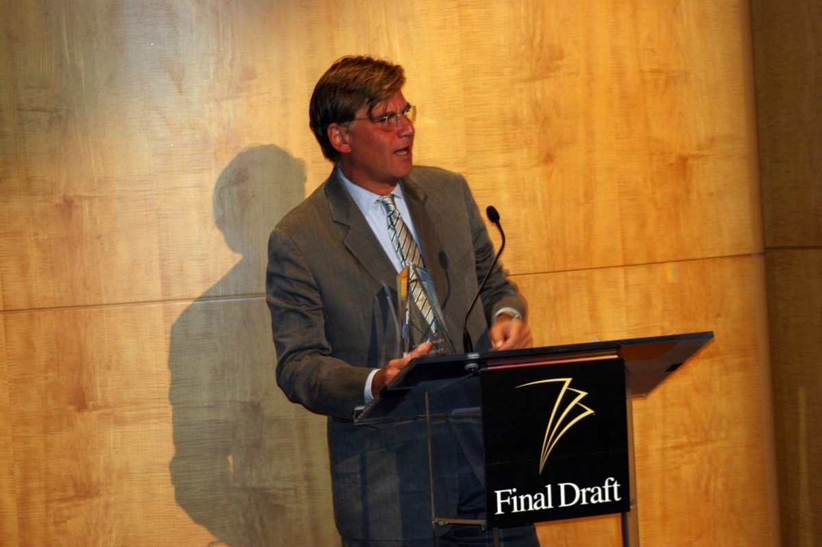 Aaron Sorkin receiving the 2010 Final Draft, Inc. Hall of Fame Award.