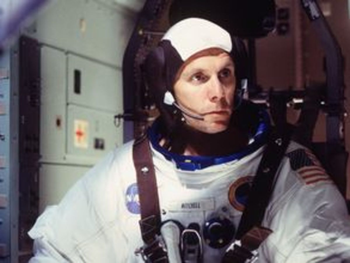 "Gary Cole as astronaut Ed Mitchell in the ""From the Earth to the Moon"" episode ""For Miles and Miles,"" written by Erik Bork."