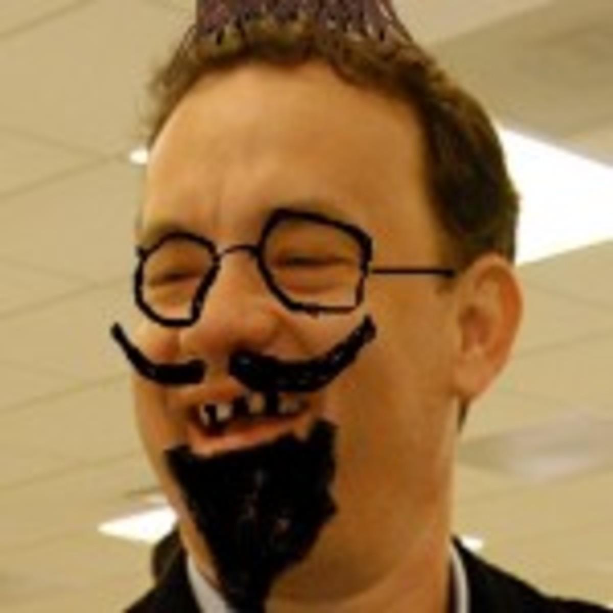 Tom_Hanks,_smiling_2a