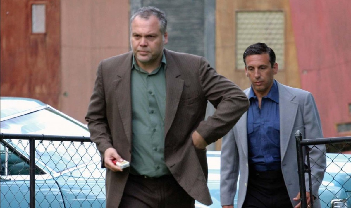 Vincent D'Onofrio (front) as John Nardi