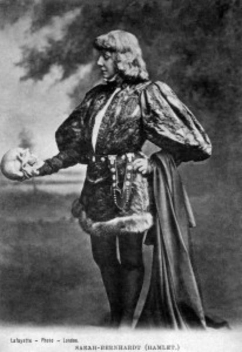 Sarah Bernhardt in Shakespeare's Hamlet (1899).