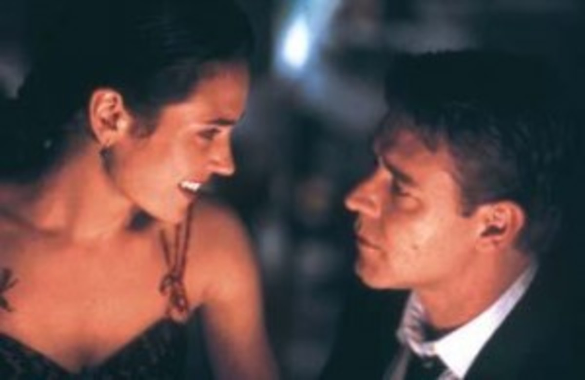 Russell Crowe as John Nash and Jennifer Connelly as Alicia Nash co-star in 'A Beautiful Mind'.