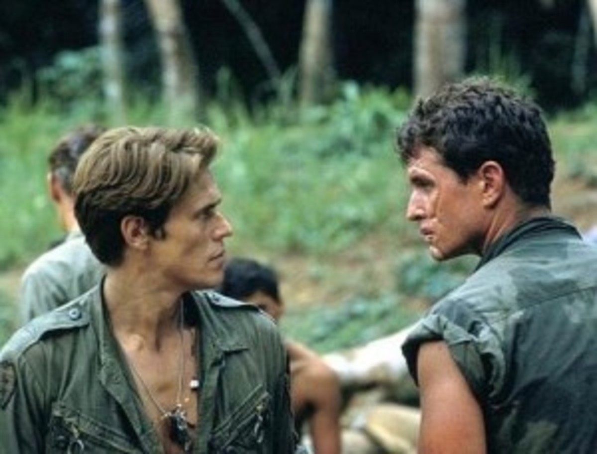 False and true mentors, Sgt. Barnes and Sgt. Elias, despise yet have to trust one another in Platoon.