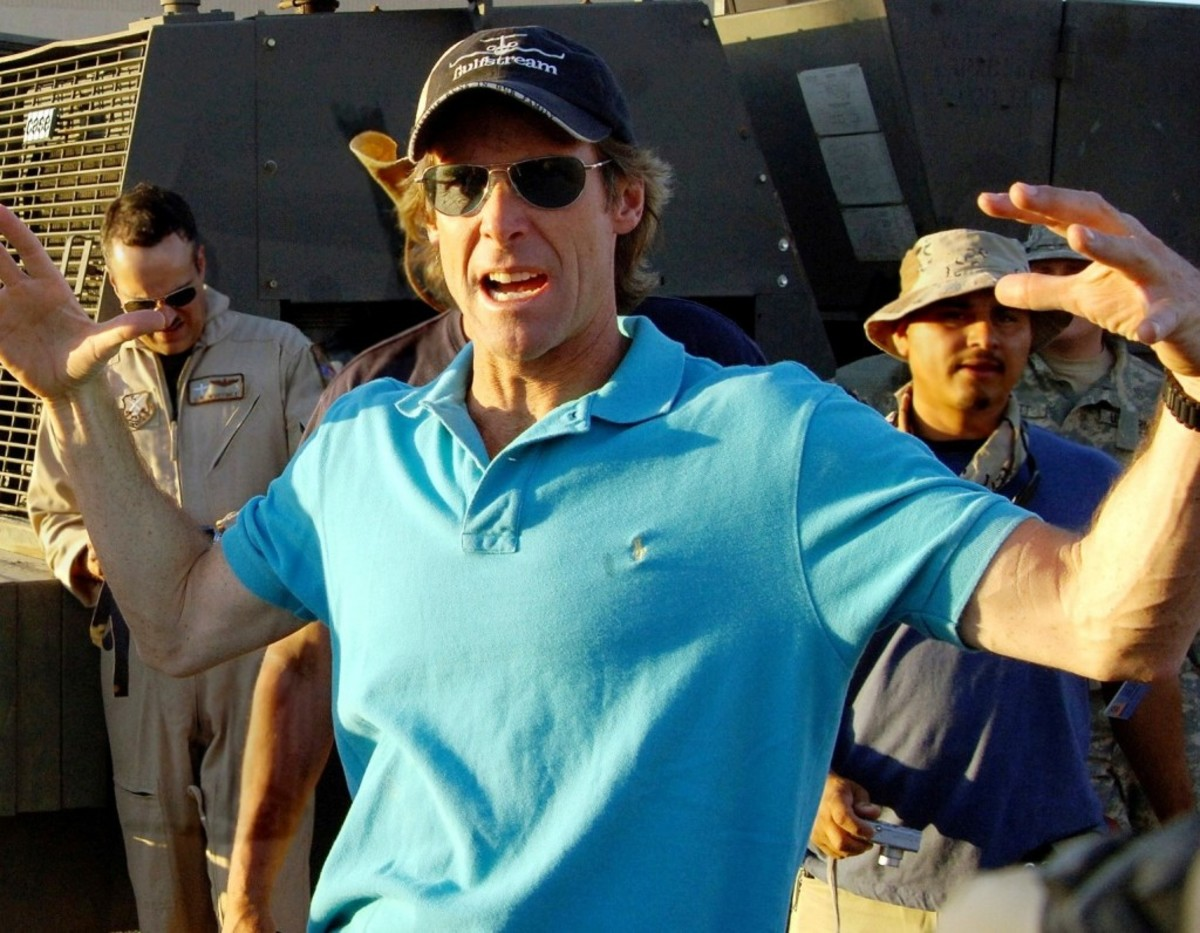 Michael_Bay_060530-F-4692S-004_crop
