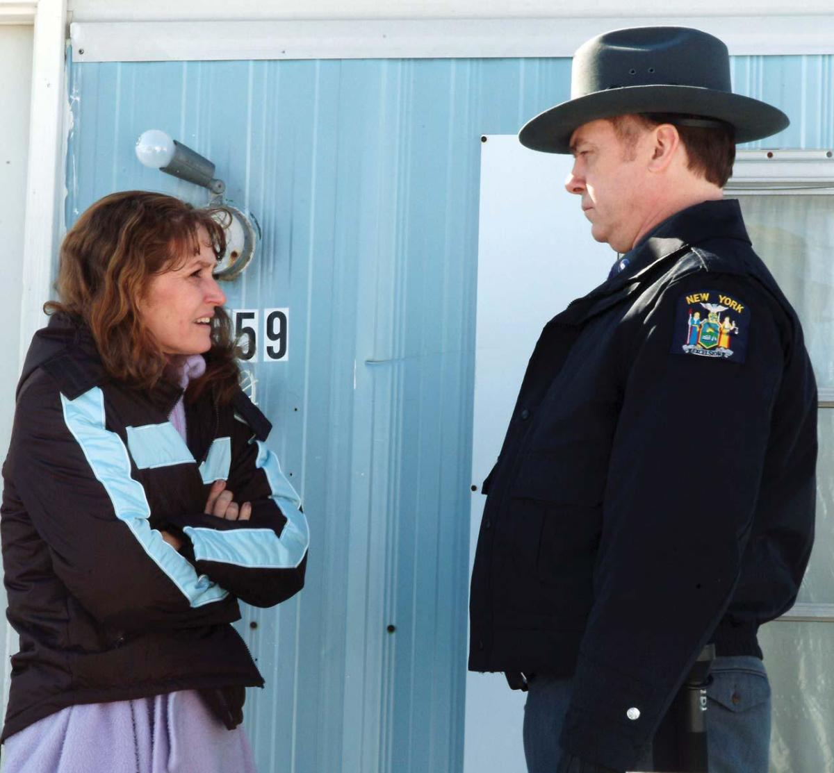 Melissa Leo as Ray Eddy and Michael O'Keefe as Trooper Finnerty in Frozen River (PRODUCTION PHOTOS: JORY SUTTON COURTESY : SONY PICTURES CLASSICS)