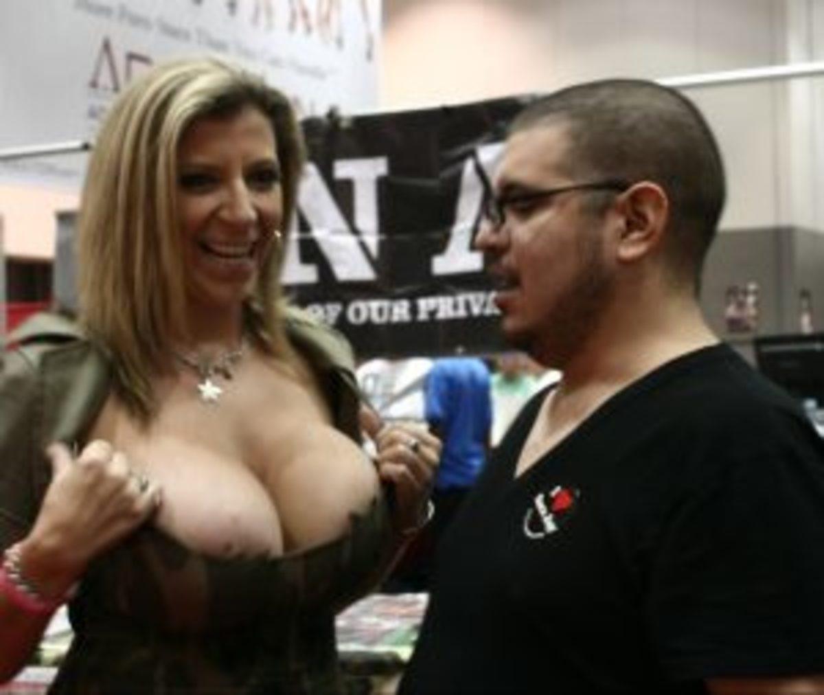 Meeting Sara Jay at AdultCon.