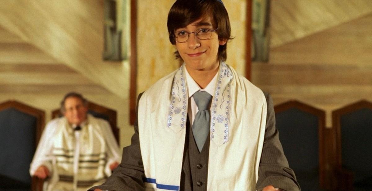 Andy Pessoa as Jacob Schneidelman