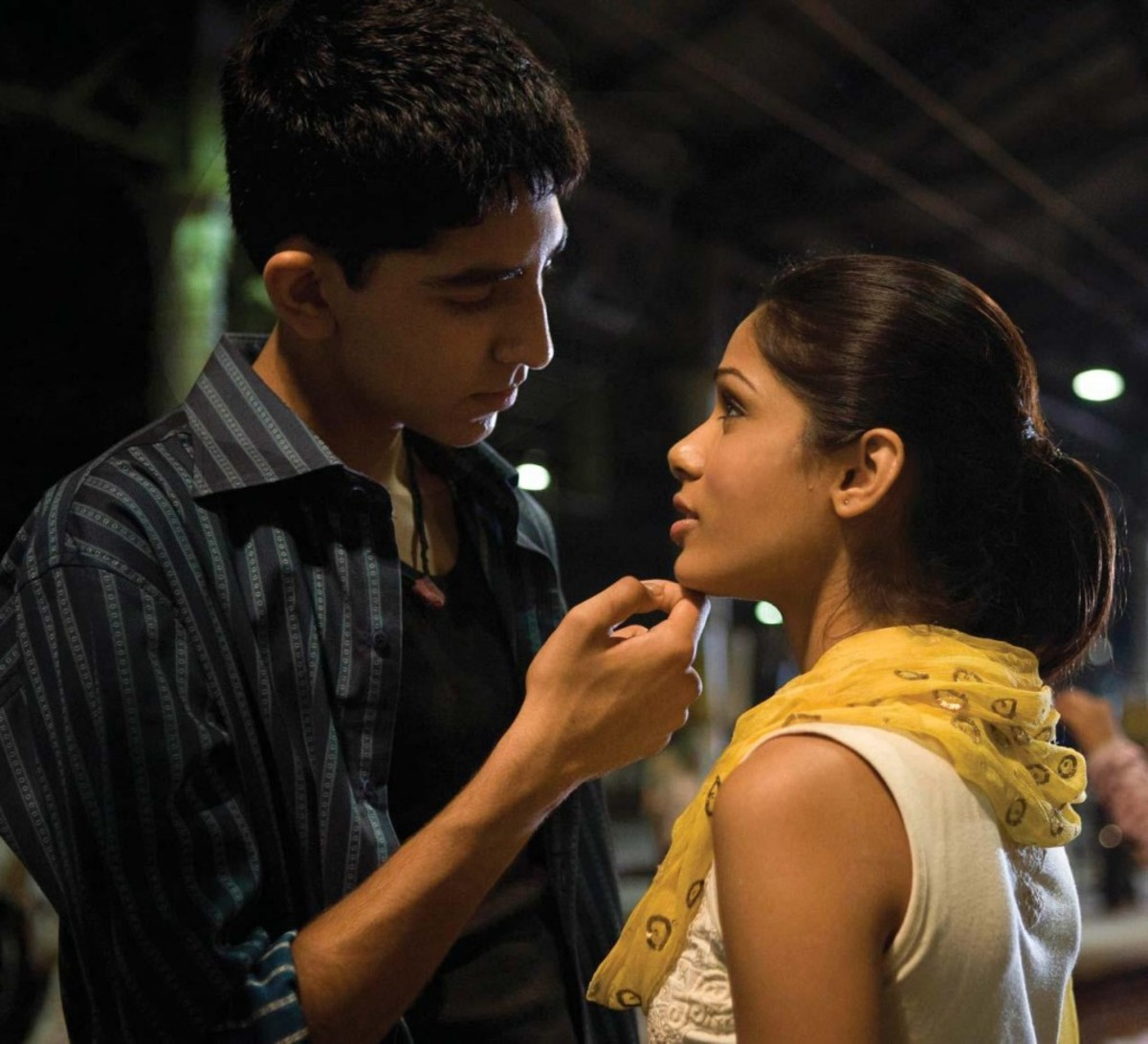 Dev Patel as Jamal and Freida Pinto as Latika in Slumdog Millionaire PRODUCTION PHOTOS:ISHIKA MOHAN COURT E S Y : FOX SEARCHLIGHT