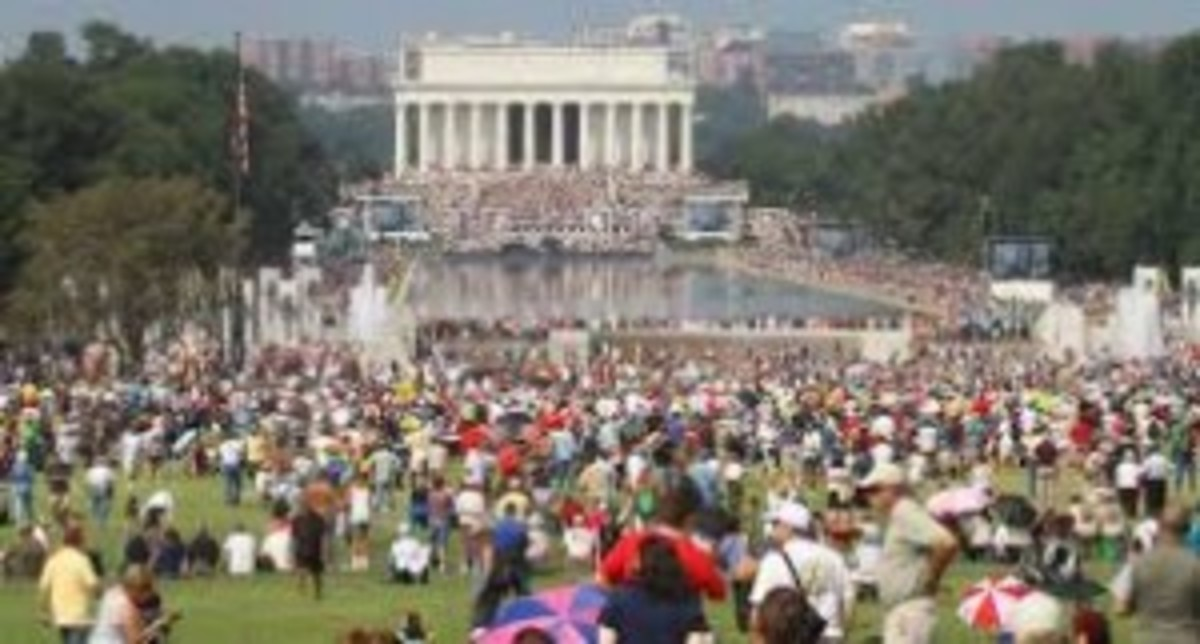 Crowd at Lincoln monument