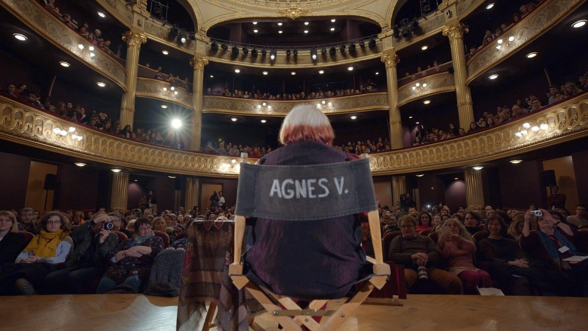 Agnès Varda giving a masterclass in VARDA BY AGNÈS courtesy Janus Films