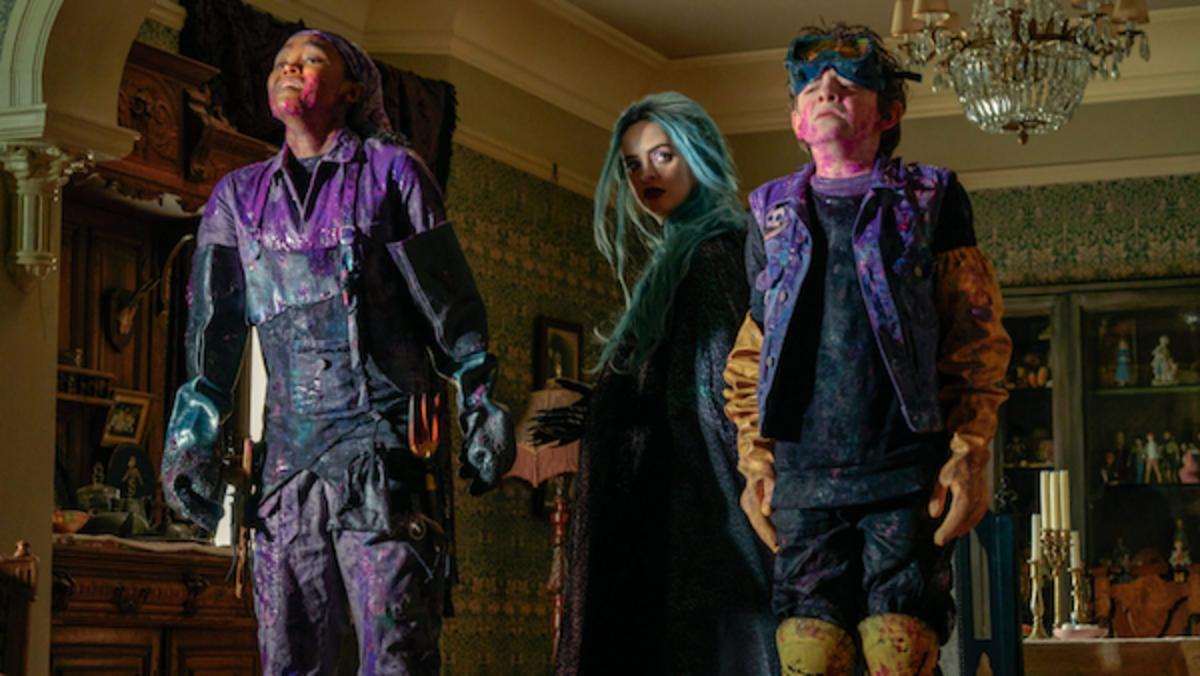 [L-R] Lidya Jewett as Yasmin, Krysten Ritter as Natacha and Winslow Fegley as Alex in Nightbooks, Netflix.