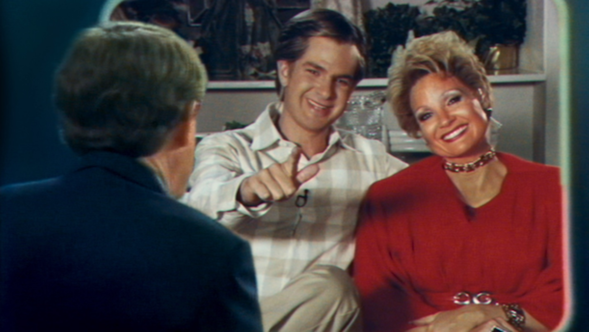"""[L-R] Andrew Garfield as """"Jim Bakker"""" and Jessica Chastain as """"Tammy Faye Bakker"""" in the film THE EYES OF TAMMY FAYE. Photo Courtesy of Searchlight Pictures. © 2021 20th Century Studios All Rights Reserved."""